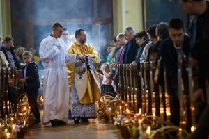 Християни західного обряду святкують Великдень, а східного - Вербну неділю