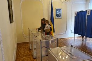 ЦВК прийняла протоколи з мокрими печатками від 184 округів