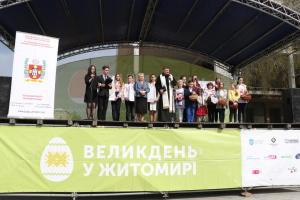 В центре Житомира празднуют католическую Пасху