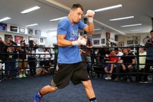 Украинский боксер Постол завершает подготовку к бою с чемпионом IBO Мимуном