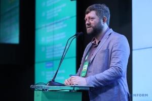 """У партії """"Слуга народу"""" не бачать проблеми у призначеннях до АП друзів Зеленського"""