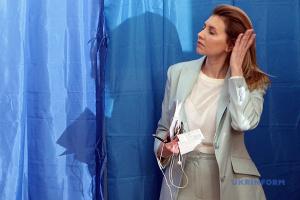 """Зеленский сказал супруге, что она может """"полностью выйти из информационного поля"""""""
