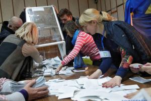 ЦВК прийняла протоколи з мокрими печатками від 152 округів
