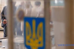 """Члени ДВК за кордоном закликають змінити """"архаїчний"""" виборчий процес"""