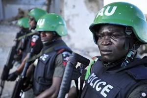 В Нигерии полицейский въехал в толпу: восемь погибших, десятки раненых