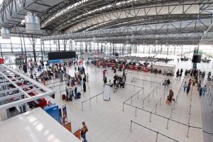Уже 6 международных аэропортов Польши правильно пишут названия городов Украины