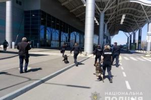 В одеському аеропорту шукають вибухівку