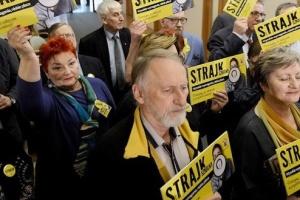 Польські вчителі досі страйкують - акції проходять у 22 містах