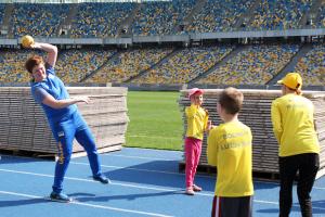 Призерка Олімпійських ігор з гандболу Яценко провела майстер-клас для дітей з аутизмом