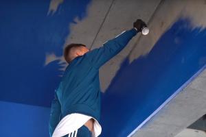 """Капітан """"Динамо"""" Сидорчук взяв участь у малюванні графіті на """"Олімпійському"""""""