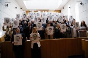 В університеті ім. Шевченка провели флешмоб на підтримку Сущенка і в'язнів Кремля