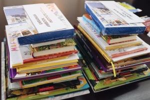 Українські видавці подарували книги недільним школам в ОАЕ