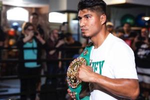Майкі Гарсіа відмовився від пояса WBC у легкій вазі