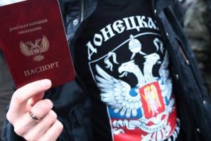 Двоголовий орел паспортизує окупований Донбас: чим це спричинено та які наслідки