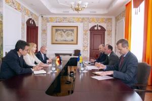 У МЗС закликають Німеччину тиснути на РФ для повернення її у правове поле