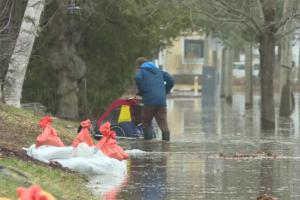 Паводок у Канаді: затоплені магістралі, вулиці й цвинтарі