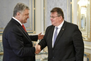 Poroshenko, Linkevičius discuss Putin's decree on issuing passports to Donbas residents