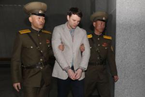 """КНДР требует от США оплатить счет студента, которого """"залечили"""" до смерти"""
