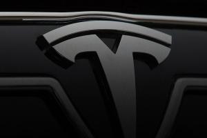 Tesla відкрила перший закордонний центр розробок авто