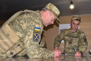 Наев проверил готовность военных на передовой
