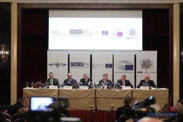 Observadores internacionales creen que las elecciones en Ucrania son libres