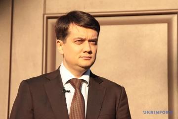 Razumkov: La decisión del tribunal sobre sorteo repetido de partidos puede perturbar las elecciones en Ucrania