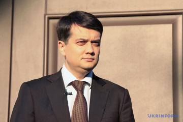 Razumkov encabeza el partido Siervo del Pueblo