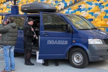 討論会開催準備の進む国立スタジアム 警察や国家警護隊も到着