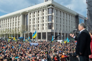 Poroshenko comes to Independence Square in Kyiv, where 'Protect Ukraine' rally taking place. Photos, Video