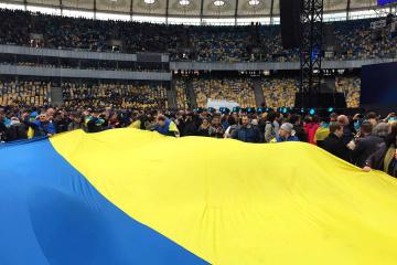 Rozpoczęły się debaty Poroszenko i Zełenskiego na Stadionie Olimpijskim