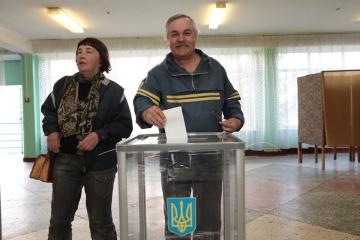 【写真】両候補の投票や各地投票所の様子