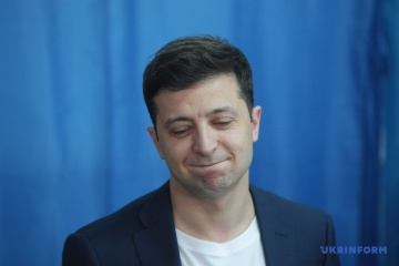 Police fine Zelensky for showing his ballot to public