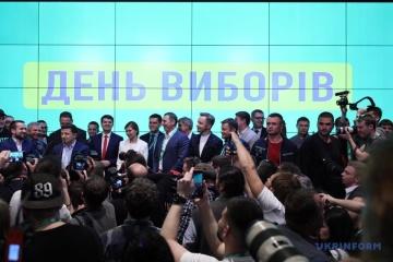 Wahlsieg-Feier im Wahlkampfstab von Selenskyj – Video