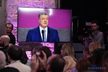 Poroschenko bleibt in der Politik