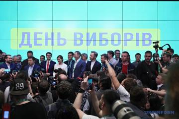 La sede de Zelensky ya celebra la victoria electoral (Vídeo)