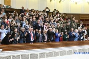 La Rada adopta la ley 'lingüística' (Fotos, Vídeo)