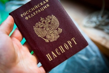Pasaportes rusos en el Donbás: Berlín y París condenan el decreto de Putin