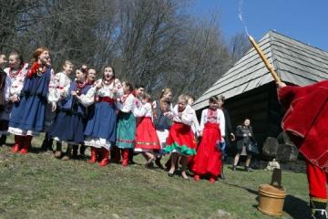 Ucranianos celebran hoy el Lunes Mojado