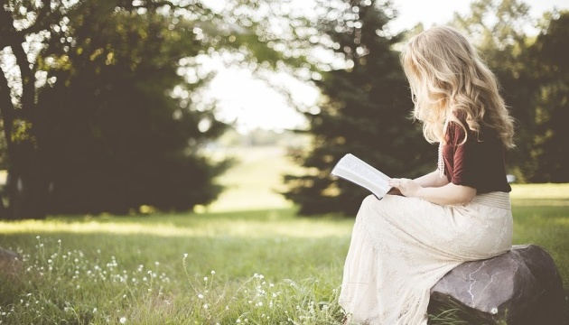 Читання в гамаку і спілкування з авторами: у Сумах відкриють вуличні бібліотеки