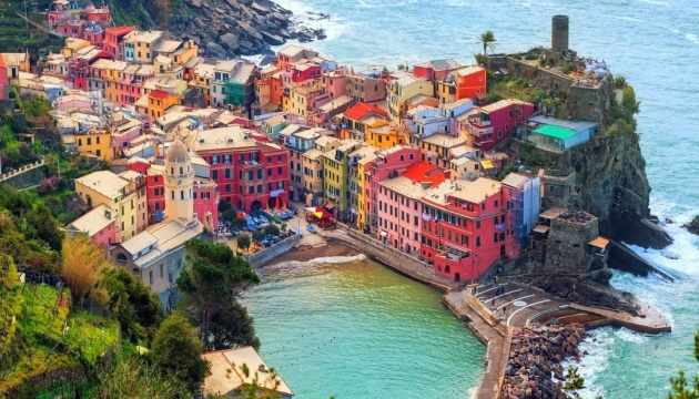 По одному из самых живописных мест Италии начал курсировать поезд
