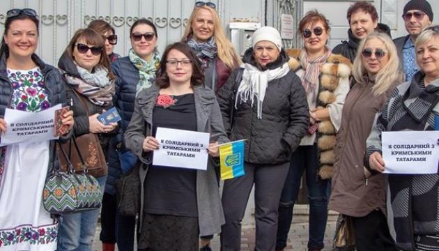В Стамбуле провели флешмоб в поддержку арестованных крымских татар