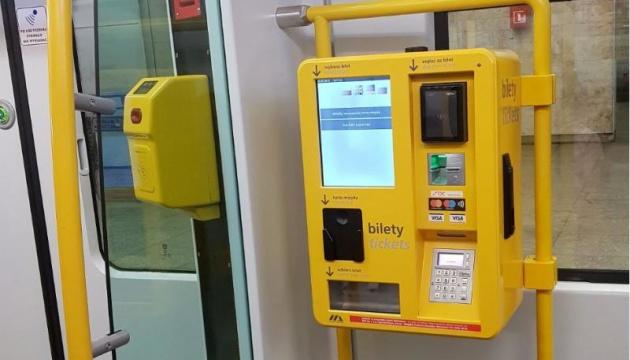 У громадському транспорті Варшави з'явилися білетомати з українською мовою