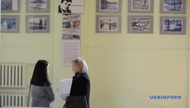 В киевской мэрии открылась выставка рисунков Сущенко