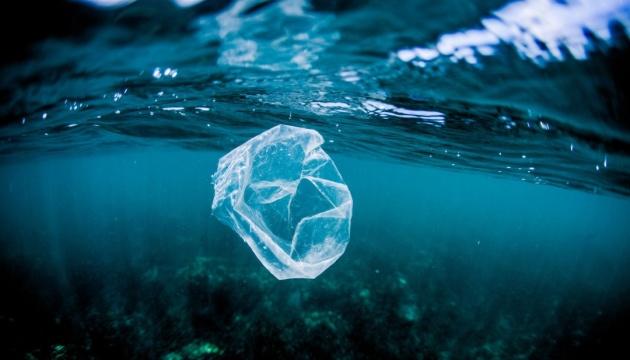 Японські вчені в пошуках мікропластику зануряться в море майже на 10 кілометрів