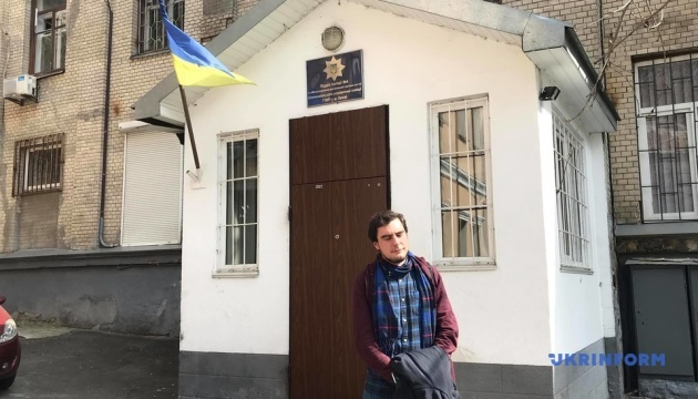 Поліція відпустила активіста, який роздавав листівки з інформацією про Зеленського