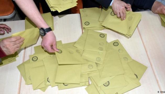 Партія Ердогана вимагає перерахувати голоси у Стамбулі після програшу на виборах