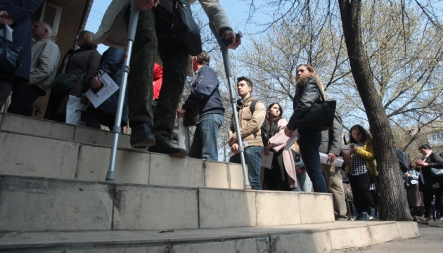 До другого туру понад 325 тисяч українців змінили місце голосування