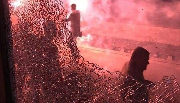 Футбольные фанаты разгромили три вагона поезда Львов-Запорожье