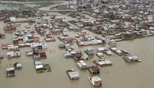 Наводнение в Иране: погибших уже 76, наготове - армия, авиация и морские силы