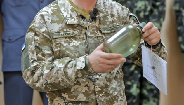 Українська армія позбувається радянських металевих фляг